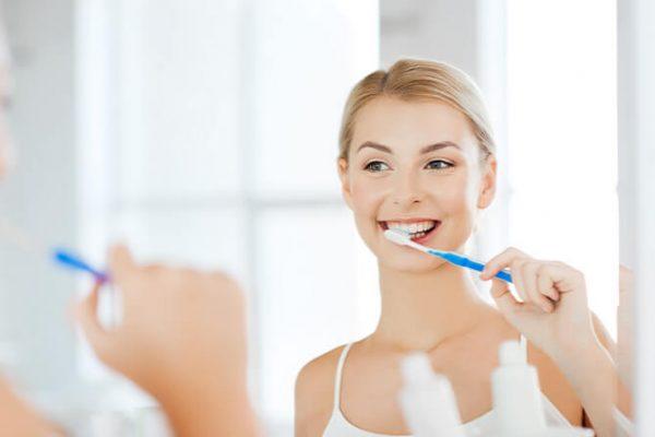 Perfekte Zahnpflege: Tipps für schöne Zähne und gesunde Implantate