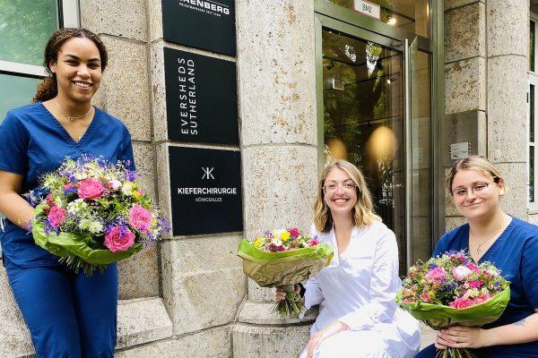 ZFA-Abschlussprüfung bestanden: 3 frischgebackene Zahnmedizinische Fachangestellte